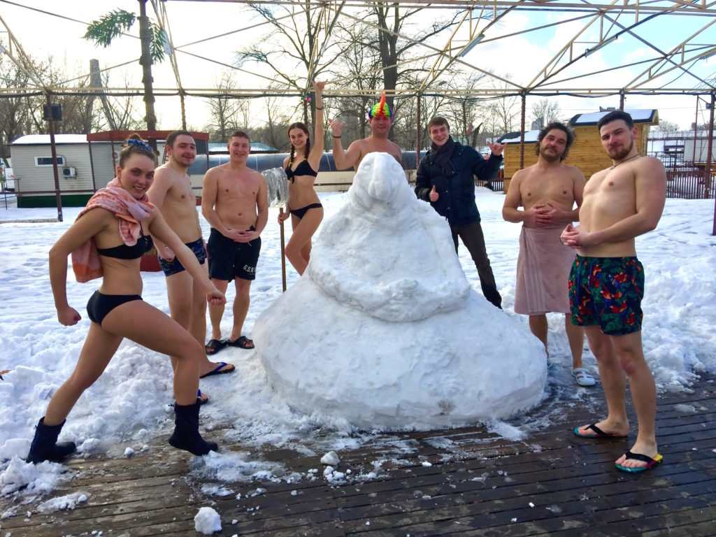 Зима. зимние развлечения, баня, сауна, баня с веником, попариться в сауне, моржи, пингвины, чаны, баня в чане, беговые лыжи, дрифт на льду, барбекю,